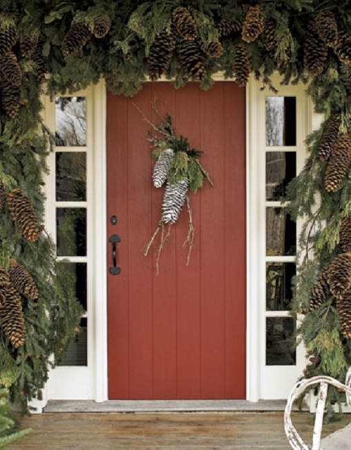Door decorated for holidays (Photo: Country Living)