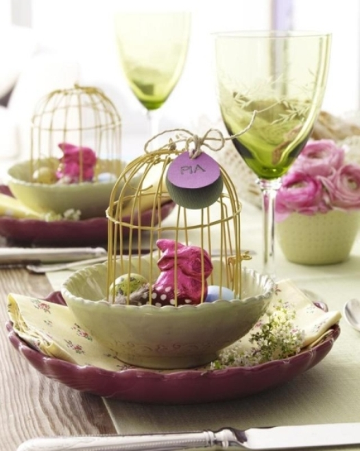 Birdcages filled with Easter treats. (Photo: Wunderwieb)