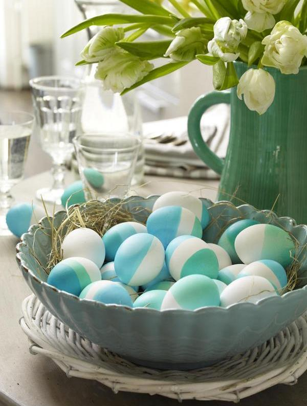 Colored eggs in a bowl. (Photo: Wunderweib)