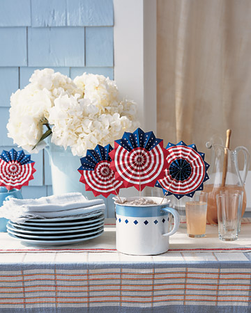 Patriotic fan party favors. (Photo: Martha Stewart)