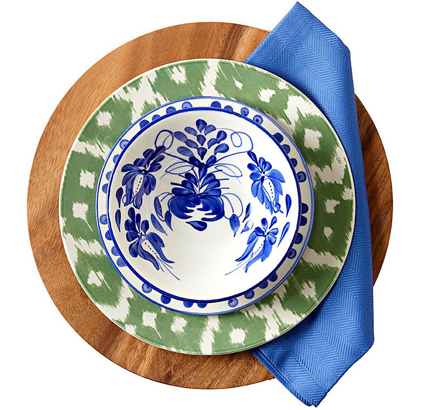 Coastal place setting. (Photo: Traditional Home)