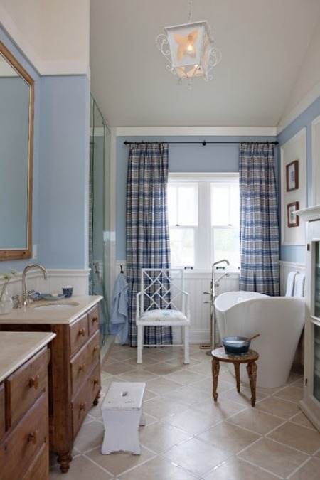 Sarah's country house bathroom.