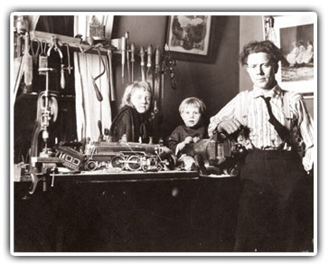Ernest Warther with his children in his workshop. (Photo: Warther Museum)