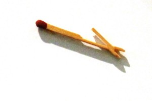 A working pair of pliers carved from a matchstick.