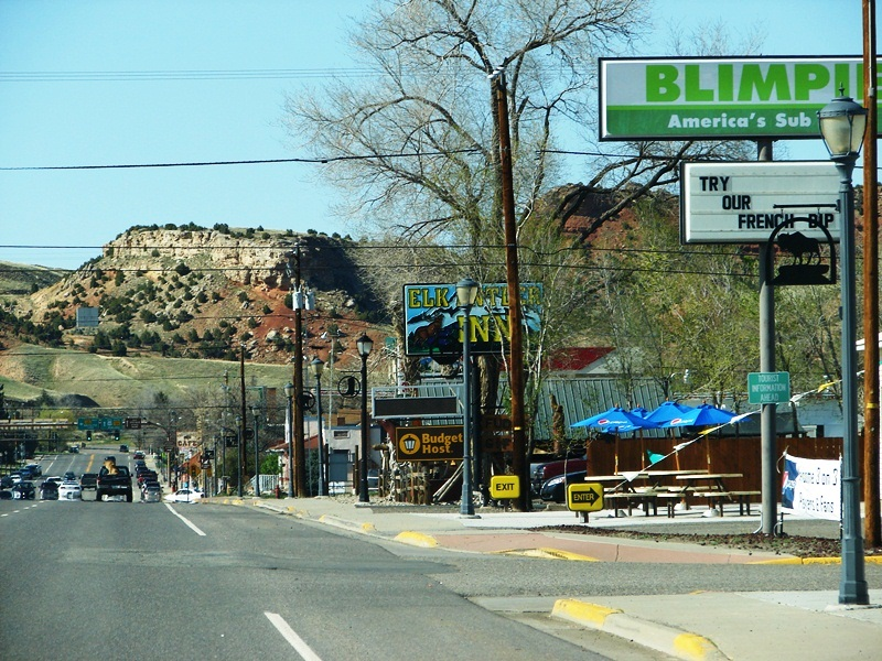 Locals recommend that you drive past the chain stores and old motor lodges on US 20 and head to Broadway for Thermopolis' cute mom-and-pop shops and restaurants.