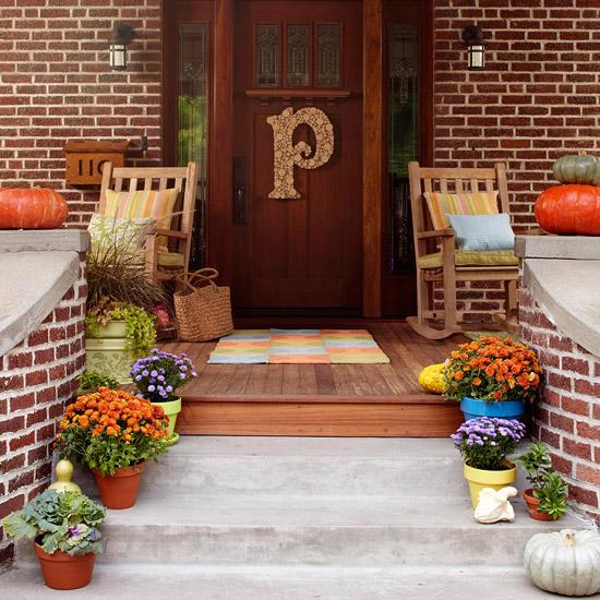 DIY wooden monogram. (Photo: Better Homes and Gardens)