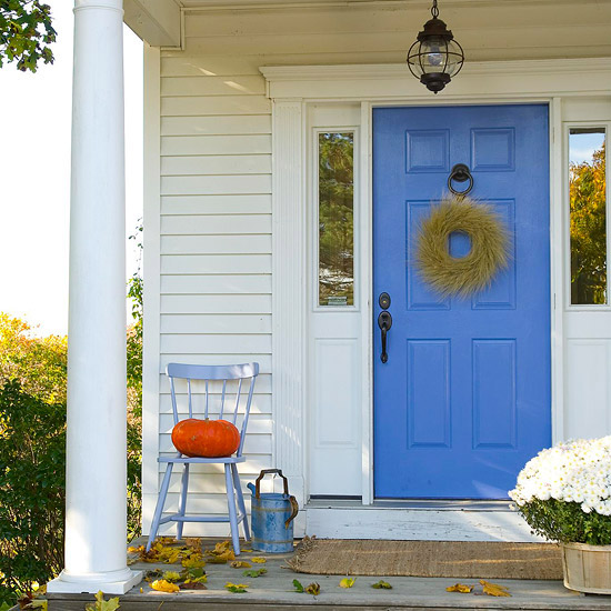 Simple Autumn entry. (Photo: Better Homes and Gardens)