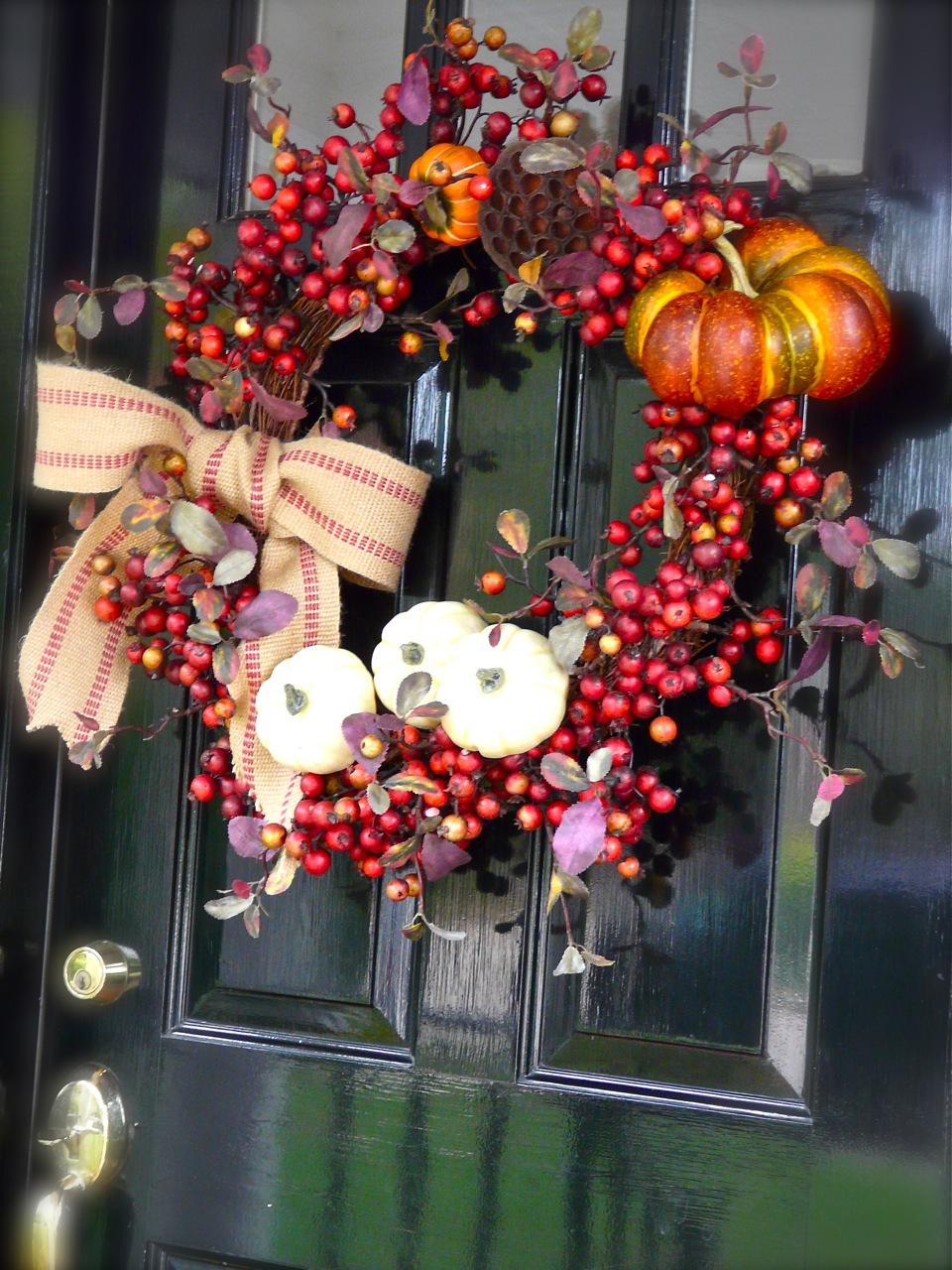 Wreath on the autumn door. (Photo: House TalkN)