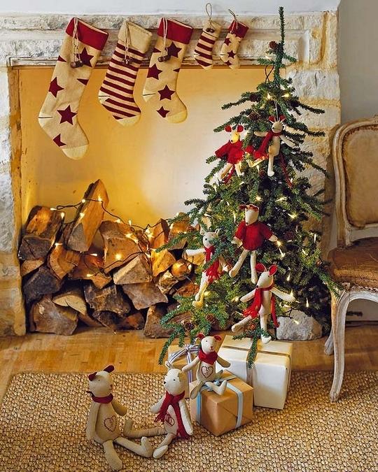 A delightfully primitive Christmas tree.
