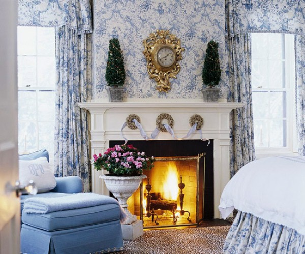 Subtle seasonal look in the bedroom. (Photo: Traditional Home)