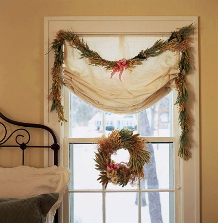 Wreath and garland in bedroom window. (Photo: Traditional Home)