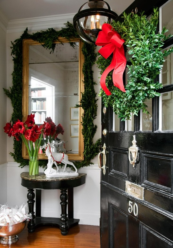 Entry decorated for Christmas (Photo: Traditional Home)
