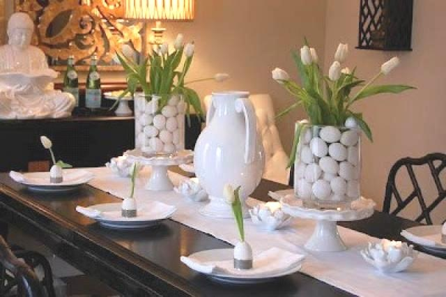 White eggs and white tulips. (Photo: Decor Pad)