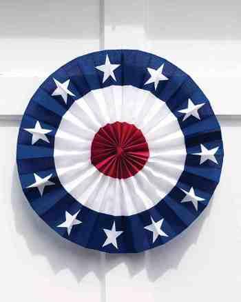 Patriotic door medallion. (Photo: Martha Stewart)