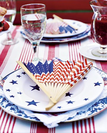 Patriotic fan party favors. (Photo: Country Living)