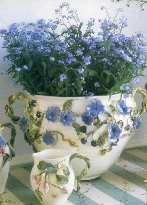 Designed by Lark Elizabeth Roderigues of Lark Pottery