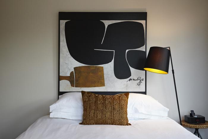 Art by San Ming / Floor lamp by Paul Lelieveld.