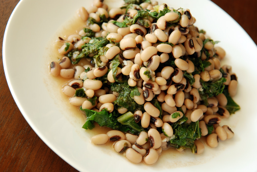Garlicky and Lemony Black-Eyed Pea and Kale Salad (Photo: The Taste Space)