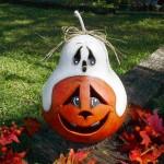 Halloween Ghost on a Pumpkin Gourd Lamp. (Photo: Nat's Kreations)
