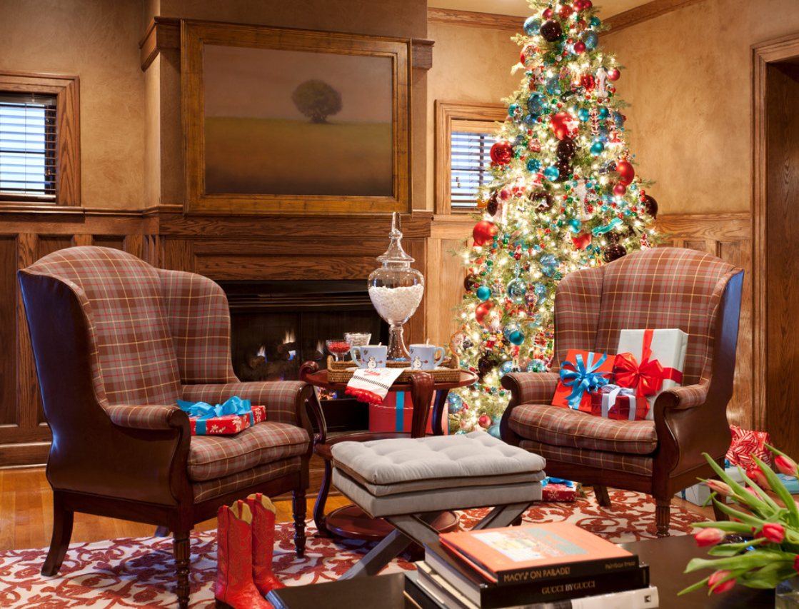 Bright, vibrant blue complements red ornaments and gives Christmas a fresh feel. (Photo: Houzz)
