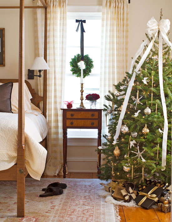 Opt for a larger tree to welcome guests with the Christmas spirit. (Photo: Traditional Home)