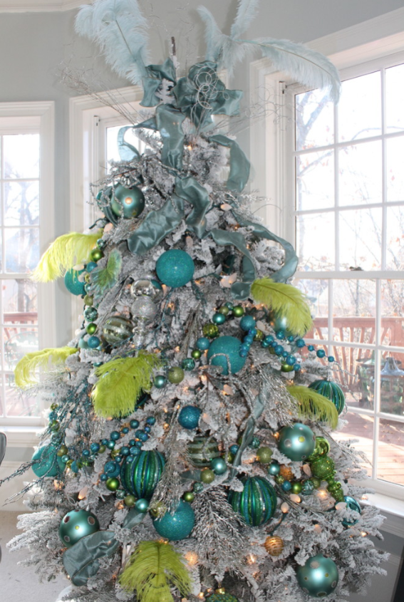 Feathers, in shades of aqua and lime green, offer a fun and edgy twist to a flocked tree. (Photo: Houzz)