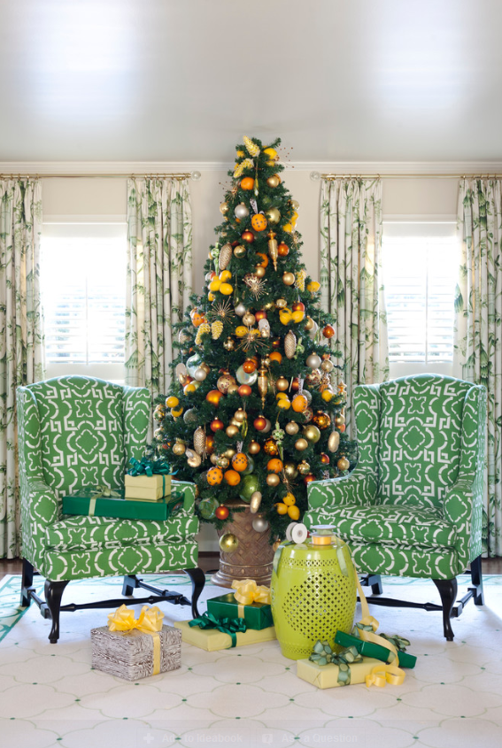 For a tropical feel, try decorating with oranges and lemons. (Photo: Houzz)