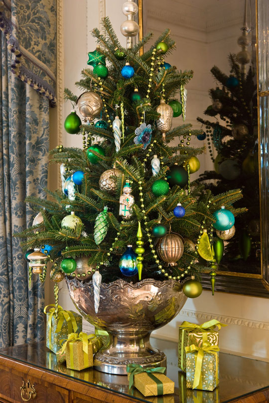 Mini tree in the Lee Entrance Hall at Blair House—the president's official guesthouse for foreign heads of state visiting Washington. (Photo: Traditional Home)