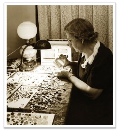 Freida Warther at work with her buttons. (Photo: Warther Museum)