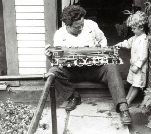 Ernest Warther with his son, Dave, circa 1929. (Photo: Warther Museum)