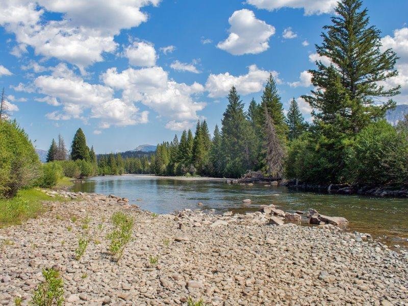 Clarks Fork River near Painter Outpost. (Photo: Elfino 57)